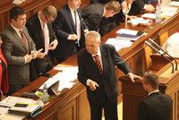 Pro žalobu na Zemana, nebo proti? Poslanci mají hlasovat jednotlivě, navrhuje TOP 09
