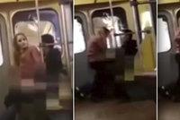 Mladý pár si to rozdával v metru. Někdo je natočil. Teď jim hrozí až pět let vězení