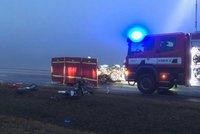 Tragická nehoda na Lounsku: Při srážce osobáku s kamionem zemřeli dva lidé