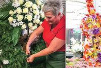 Kytara i metrový půllitr piva: Lidé chtějí pro nebožtíky originální květinové dary