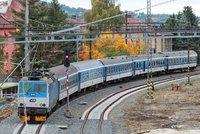 Cyklista nepřežil srážku s vlakem v Řeži u Prahy. Nehoda zastavila provoz na trati