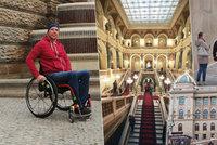 Milana (37) vyhnali z Národního muzea. Důvod? Vozíčkářům vstup zakázán!