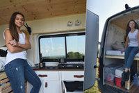 """Mladá cestovatelka Klára projela Evropu """"na pankáče"""": Dodávku sama přestavěla na obytný vůz"""