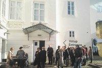 Poplach v Museu Kampa: Vzplála výtahová šachta, budovou se linul zápach