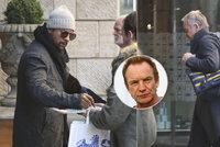 Sting a Shaggy jsou v Praze! Utahaní rozdávali podpisy před hotelem