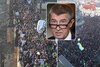 """Velký protest proti Babišovi: """"Demisi!"""" bouřily tisíce lidí v centru Prahy"""