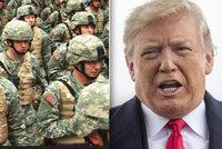 Trump žene na hranice s Mexikem další vojáky: Na migranty mohou i střílet