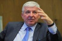 """Změna ve vyplácení důchodů? Rusnok varoval před """"totálním nebezpečím"""" a státním fondem"""