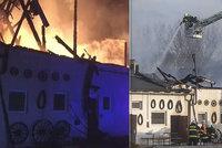 Vyhořelá farma Apolenka volá o pomoc: Shořelo seno na celou zimu. Je to obrovský problém