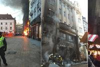 Panika na vánočních trzích: Výbuch způsobil obří požár, který poničil historickou budovu!