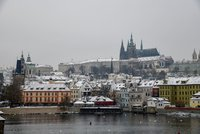 Zimu a mráz vystřídá teplejší víkend: Pražany čekají Vánoce na blátě