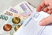 Češi budou kvůli krizi dál tratit. Reálná mzda klesne letos i příští rok, uvádí prognóza