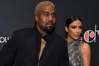 """Kanye West """"tweetoval"""" během muzikálu tak usilovně, až mu sami herci museli napsat, aby odložil mobil"""