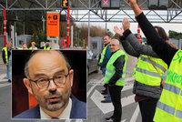 Zapálená auta i poničený Vítězný oblouk: Francouzi vyhráli, benzín se zdražovat nebude