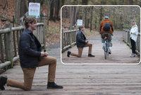 Mladík připravoval žádost o ruku 3 měsíce a pak... všechno zkazil drzý cyklista!