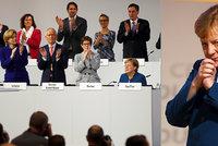 """Dlouhý potlesk pro Merkelovou: """"Díky, šéfko."""" Na sjezdu uznali její zásluhy"""