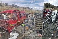 Autobusy se čelně střetly v horách: Nejméně 17 mrtvých!