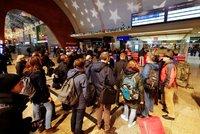 Dálkové vlaky v Německu zastavila stávka. Problémy čekají i Česko