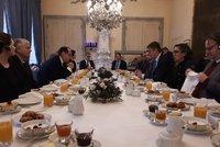 Češi a Francouzi pořádají snídaně pro disidenty. Zemanův přítel: Parazitují