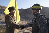 Smích místo výstřelů. Vojáci Jižní Koreje a KLDR si na hranicích podali ruce