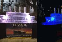 Atrakce jako Brno! Na  náměstí vyrostl Titanic z průzračného ledu