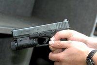 Silvestrovská tragédie: Mladík omylem zastřelil kamaráda, pak spáchal sebevraždu