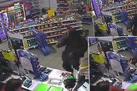 Další přepadení benzínky: Lupič na Chrudimsku vzal na pumpařku nůž, policie po něm pátrá