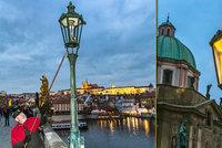 Historie s nádechem romantiky: Jan (62) je jedním z posledních lampářů. Každým rokem rozsvěcí Karlův most