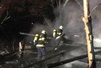 U Strakonické hořela stodola v plném rozsahu. Zasahovalo tu 40 hasičů