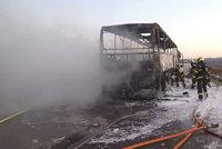 Na D5 shořel autobus. Řidič se zachoval neuvěřitelně duchapřítomně!