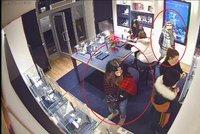 Zručné zlodějky si před Vánoci přilepšily: Ze zlatnictví v centru Prahy ukradly šperky za 60 tisíc