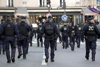 """""""Macron si nás nekoupí,"""" vzkazuje policie. K protestům žlutých vest se přidají i modré?"""