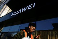 """Poláci zvažují úplnou """"stopku"""" pro Huawei. O telefony by přišli lidé i úřady"""