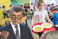 """Babiš """"seškrtal"""" školní obědy zdarma. U Čapího hnízda řeší těhotenství dcery"""