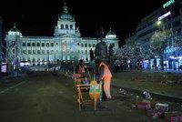 Novoroční úklid vyjde Prahu na milion: 35 tun brajglu bude od rána likvidovat 120 lidí