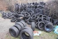 Obří skládka pneumatik, se kterou nikdo nehne: Úřady jsou bezmocné, vlastník je totiž v úpadku