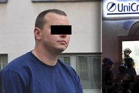 Vyjednavač popsal zásah v Příbrami: Rukojmí zachránili léčkou, pachateli slíbili novináře, dovnitř vtrhla URNA