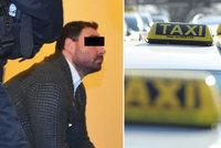 Taxikáře v Plzni prý ubil opilý klient: Předražoval jízdy, tvrdí o něm kolegové. Případ míří před soud
