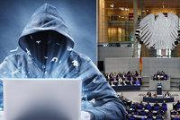 Hackeři útočí na Merkelovou: Čísla kreditek a dokumenty ukradli i poslancům a novinářům