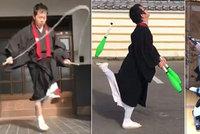 """""""Zvládnu to i v hábitu!"""" Mniši v nové výzvě skáčou přes švihadlo a žonglují"""