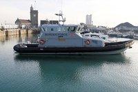Migranty má na cestě do Británie uhlídat nová loď. Ministr: Ochráním hranice