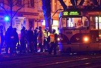 Na Bělohorské srazila tramvaj chodce. Záchranáři ho přivedli znova k životu