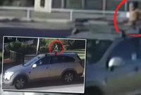 """Matka vezla chlapce (4) na střeše auta. Po """"spanilé jízdě"""" městem skončila u soudu"""