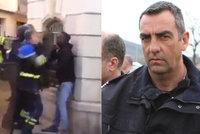 """Policejní důstojník surově zbil člena """"žlutých vest"""". Pěsti zachytila kamera"""