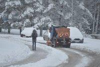 Sníh zavřel Čechům hranice. Přes Boží Dar neprojedou, do Rakouska si postojí