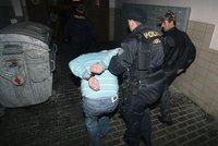 Opilec s nožem vyhrožoval barmance zabitím: Zadržet ho musela policie!