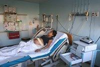 Hororový porod: Zdravotník novorozenci utrhl hlavu, zůstala v těle matky