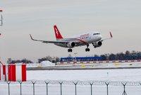 Německá letiště ruší stovky spojů. Problémy bude mít i Praha
