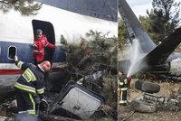 Na okraji Teheránu se zřítil Boeing 707: Přežil jen navigátor. Letoun narazil do obytného domu