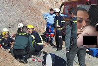Najdou mrtvolku chlapce (2), nebo je stále naživu? Dítě spadlo do šachty už před týdnem